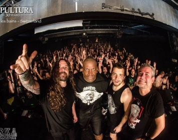 Derrick Green of Sepultura wears Barmetal