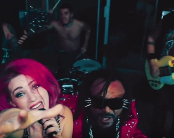 Barmetal Action in Sumo Cyco's new video Move Mountains feat. Benji Webbe of Skindred